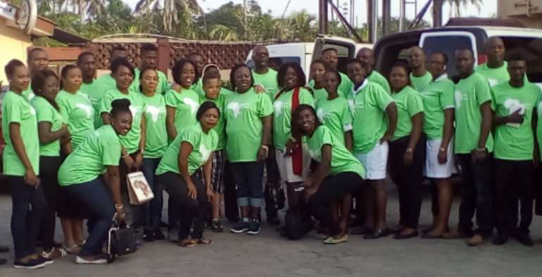 The Executive Director Of Mission Africa, Mrs. Chuku Ndudi, With Husband Flanked By Volunteers Of The Organization During Its Outreach Program Delta State Nigeria