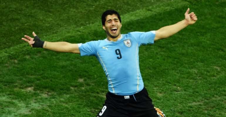 Suarez: Liverpool to open talks over £80m transfer deal