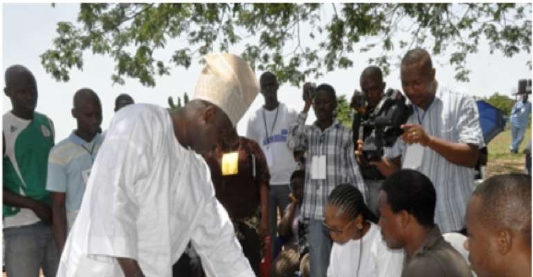 ACN GOVERNORSHIP CANDIDATE SENATOR IBIKUNLE AMOSUN VOTES IN THE GOVERNORSHIP ELECTION HELD TODAY APRIL 26, 2011.