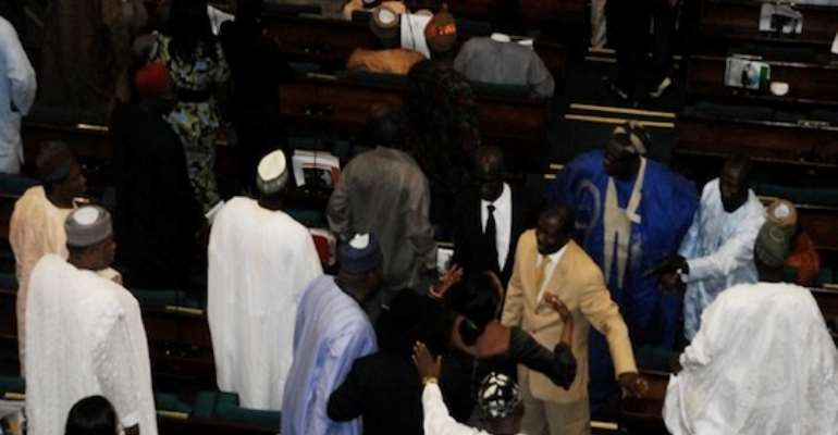 PHOTO: REPRESENTATIVES DURING THE FRACAS OF JUNE 22, 2010.