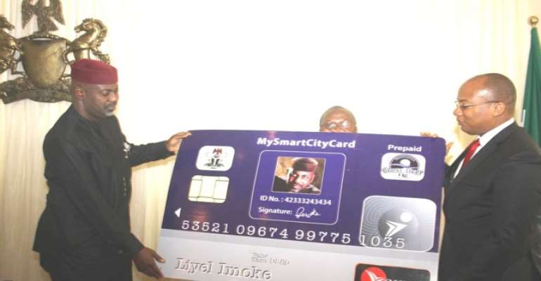 CROSS RIVER STATE GOVERNOR LIYEL IMOKE (LEFT) RECEIVES A PROTOTYPE OF THE E-PAYMENT CARD FROM MR MITCHELL ELEGBE, M.D. INTERSWITCH LIMITED AFTER SIGNING THE JOINT VENTURE AGREEMENT WITH FIRMS INVOLVED IN THE ID MANAGEMENT AND E-PAYMENT BACKBONE.