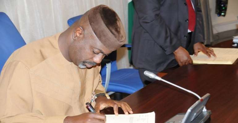 PHOTO: CROSS RIVER STATE GOVERNOR, LIYEL IMOKE ASSENTING TO THE STATE FORESTRY COMMISSION BILL 2010, IN GOVERNMENT HOUSE, CALABAR ON WEDNESDAY, SEPT 08, 2010.
