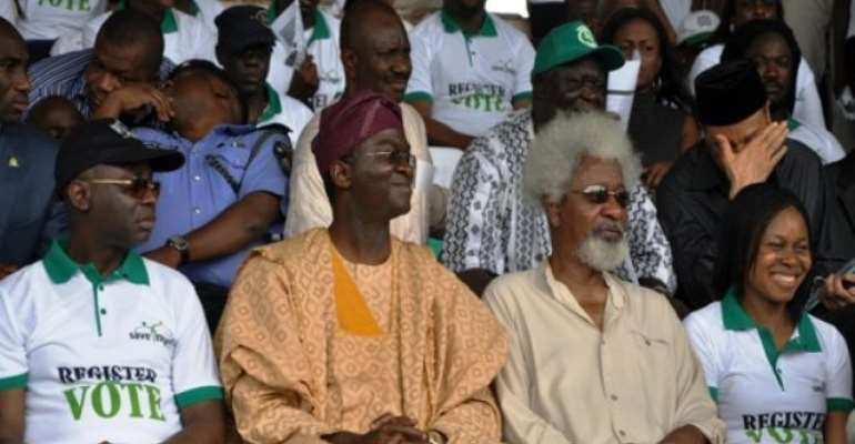 PHOTO: L-R: CONVENER OF THE SAVE NIGERIA GROUP, (SNG) PASTOR TUNDE BAKARE, LAGOS STATE GOVERNOR, MR. BABATUNDE FASHOLA, NOBER LAUREATE, PROFESSOR WOLE SOYINKA, AND DR OKEI JOE ODUMAKIN AT THE SNG GRAND RALLY HELD AT THE ONIKAN STADIUM TODAY.