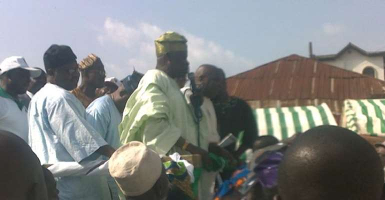Former Chairman of Efon Local Government, Chief Akinyele Ologbonla addressing Peoples Democratic Party (PDP) supporters