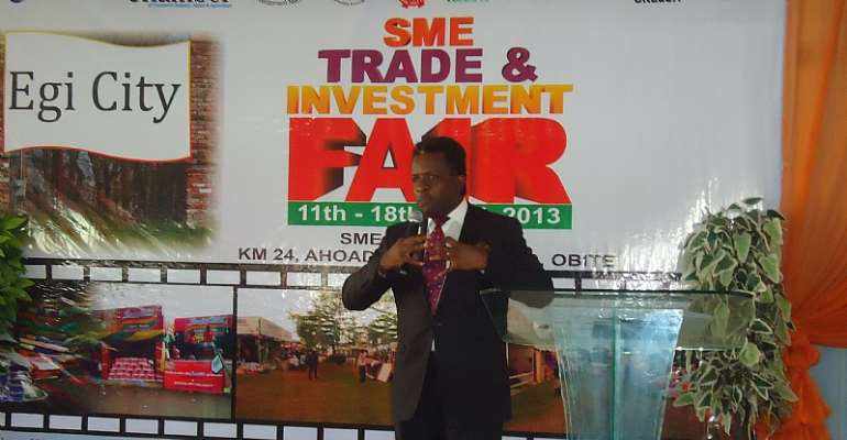Engr. Emeka Unachukwu presenting his technical paper at the event