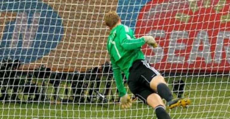 PHOTO: REFEREE FAILS TO AWARD ENGLAND A CLEAR GOAL AGAINST GERMANY WHICH MAY HAVE KEPT THEM ALIVE IN THE GAME AND THE WORLD CUP..