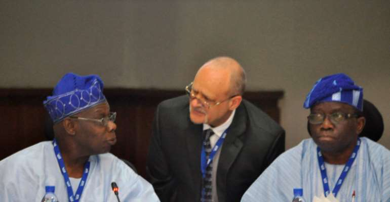 Former President Olusegun Obasanjo; Dr Kenton Dashiell, IITA Deputy Director General, Partnerships for Delivery; and Prof Isaac Adewole, Minister of Health during the Nigeria Zero Hunger Meeting