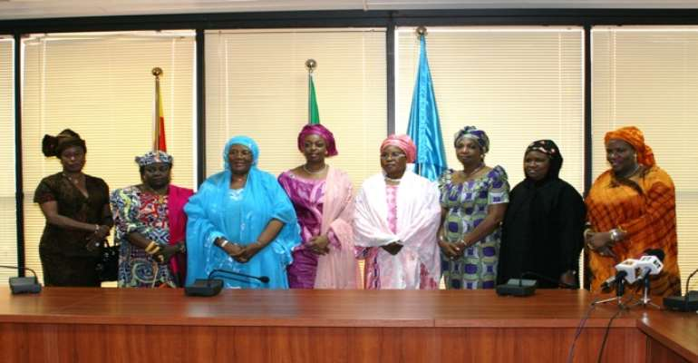PHOTO: PEOPLES DEMOCRATIC PARTY (PDP) BOARD OF TRUSTEES WOMEN WITH PETROLEUM MINISTER, MRS. DIEZANI ALLISON-MADUEKE (4TH FROM LEFT), DURING A VISIT TO THE MINISTER IN ABUJA.