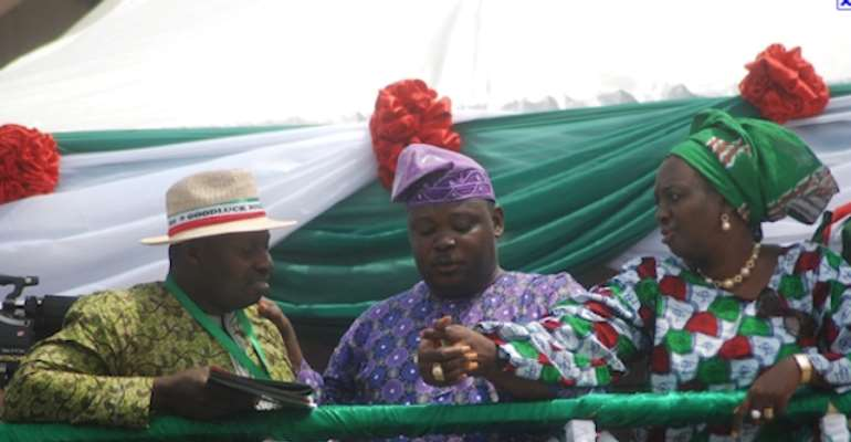 MR JIMOH IBRAHIM (MIDDLE) WITH SUPPORTERS OF THE PEOPLES DEMOCRATIC PARTY (PDP) DURING THE PARTY'S SOUTH WEST PRESIDENTIAL RALLY IN IBADAN, OYO STATE ON FEBRUARY O8, 2011.