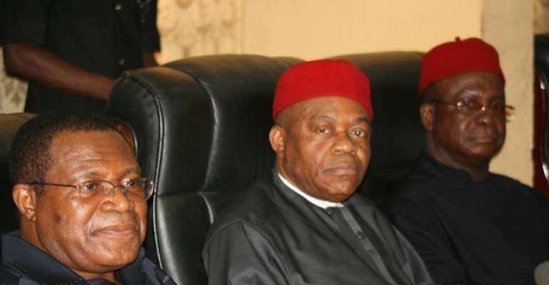 PHOTO: L-R: PEOPLES DEMOCRATIC PARTY (PDP) NATIONAL CHAIRMAN, DR OKWESILIEZE NWODO; ABIA STATE GOVERNOR, MR THEODORE ORJI AND EBONYI STATE GOVERNOR, MR MARTIN ELECHI.