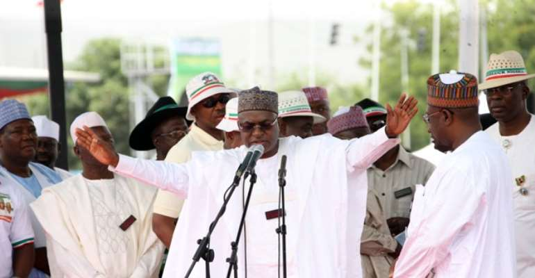 BAUCHI STATE GOVERNOR ISA YUGUDA ADDRESSING PARTY MEN AT THE LAST PDP CONVENTION IN ABUJA WHILE OTHER STATE GOVERNOR AWAIT THEIR TURN.