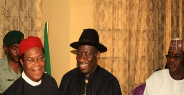PHOTO: L-R: NEW PDP NATIONAL CHAIRMAN, MR. OKWESILIEZE NWODO BEING CONGRATULATED BY PRESIDENT GOODLUCK JONATHAN WHILE SENATE PRESIDENT MR. DAVID MARK LOOKS ON AT THE PDP HEADQUARTERS IN ABUJA TODAY.
