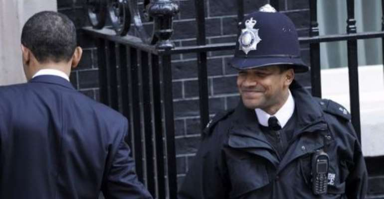 President Obama shaking hands with the royal cop