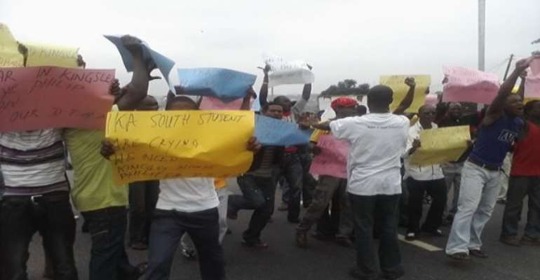 PHOTO: IKA YOUTHS PROTESTING AGAINST THE NON-SWEARING-IN OF MR KINGSLEY PHILLIPS TODAY.