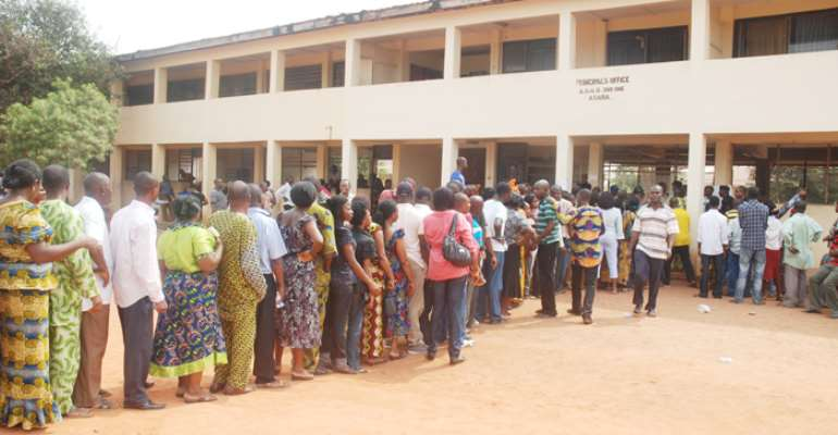 ELIGIBLE VOTERS QUEUE TO VOTE AT A POLLING UNIT DURING THE DELTA STATE GOVERNORSHIP RERUN ELECTION IN ASABA IN JANUARY 2011.