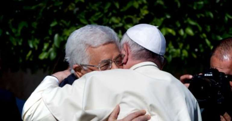 Pope gives Palestinians boost of support