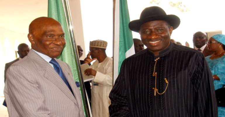 PHOTO: NIGERIAN PRESIDENT GOODLUCK JONATHAN (R) WITH VISITING SENEGALESE PRESIDENT, ABDOULAYE WADE DURING WADE'S ONE-DAY OFFICAL VISIT TO NIGERIA ON AUGUST 18, 2010.