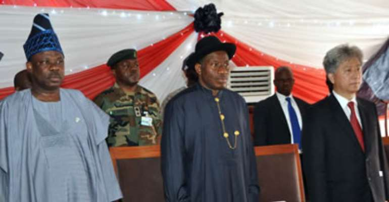 L-R: GOV IBIKUNLE AMOSUN OF OGUN STATE; PRESIDENT GOODLUCK JONATHAN AND THE  GROUP MANAGING DIRECTOR, WEMPCO GROUP, MR LEWIS TUNG AT THE INAUGURATION OF WEMPCO STILL MILL COMPANY LTD MAGBORO, IBAFO, OGUN STATE. APRIL 18, 2013