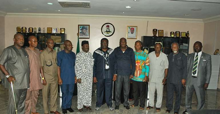 His Excellency, Deputy Governor of Imo State, Prince Eze Madumere(MFR) flanked by seven Presidents-General from Mbaitoli with other leaders during a solidarity visit on the former earlier today.
