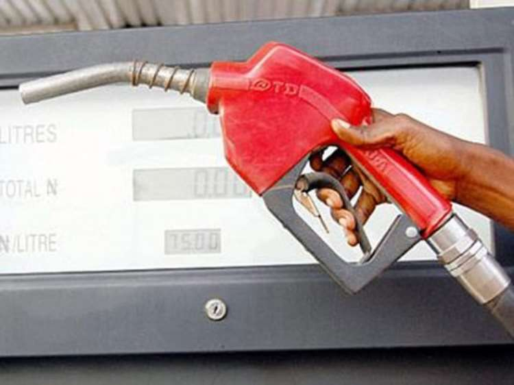 <b>Kano motorists accuse marketers of hoarding fuel</b>