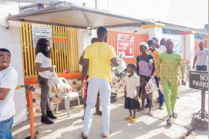 Covid-19: Ibadan Plat'num Club distributes food items, sanitisers ...