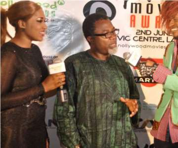 NOLLYWOOD-MOVIES-AWARD-2012-THE-HOSTS-INTERVIEWING-MR.-MAHMOOD-ALI-BALOGUN-DIRECTOR-TANGO-WITH-ME