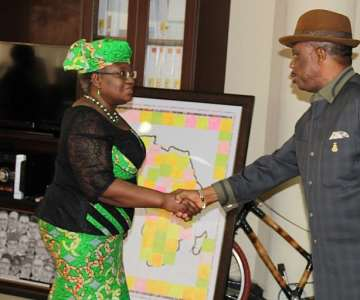 Dr. Mrs Ngozi Okonjo Iweala, Minister of Finance andCo-coordinating Minister of the Economy welcoming Chief Willie Obiano,Governor of Anambra State during a courtesy visit to the Ministry inAbuja...Thursday