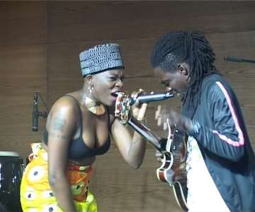 5 FULL OF PASSION AINA MORE DUETS WITH D''GUITAR ON STAGE AT EKO HOTEL.JPEG