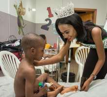 PHOTOS: Queen Winifred Uduimoh, Winner of The Nigerian Queen 2016 Visits Hospital Patients, Gives Moral & Material Support.